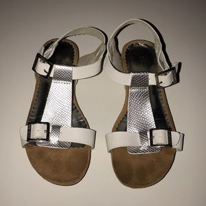 Nine West Size 1 White Silver Leather Sandals